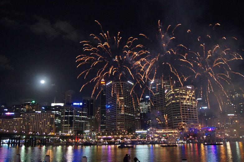 Sydney Darling Harbour Sehenswuerdigkeiten Feuerwerk