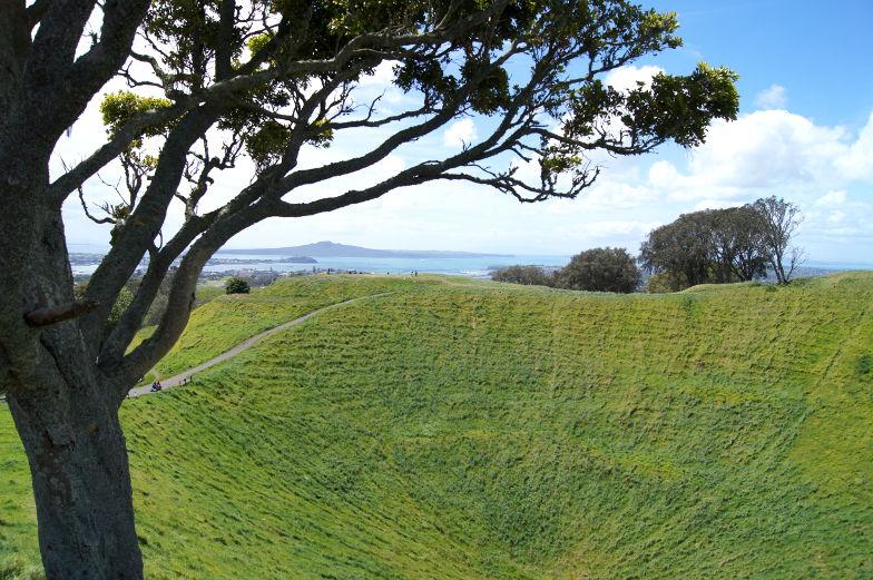 Blick vom Mt. Eden auf die Buchten in Auckland