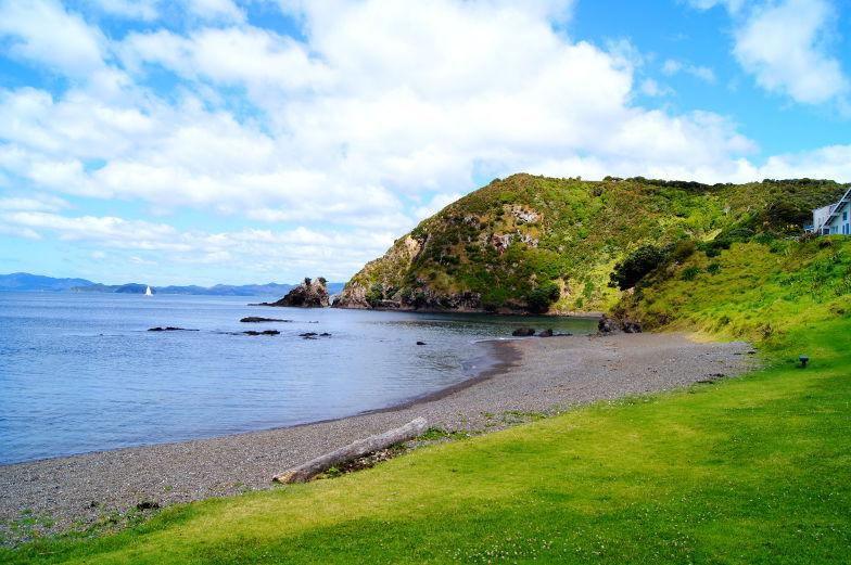 Am Strand von Tapeka hat man einen direkten Blick auf die Bay of Islands