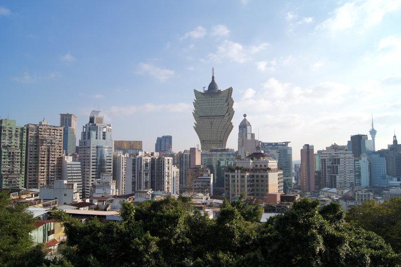 Direkter Blick auf das Grand Lisboa von der Fortaleza do Monte in Macau
