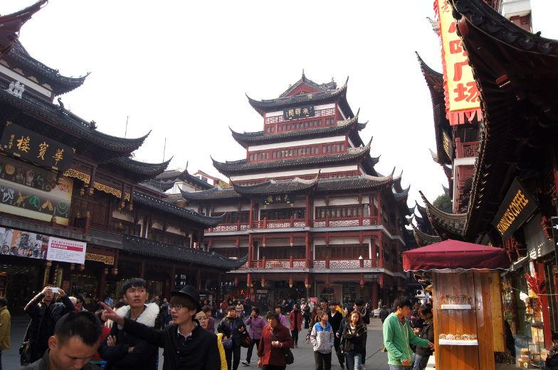 Chinesische Gebäude vor dem Yu Garden Shanghai Sehenswuerigkeiten