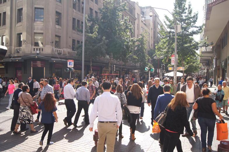In der Innenstadt von Santiago de Chile ist immer viel los