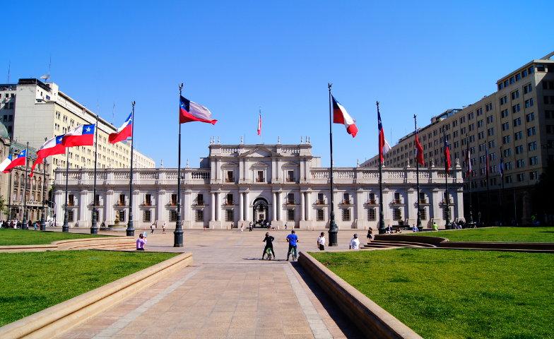 Blick auf den Praesidentenpalast La Moneda Santiago de Chile