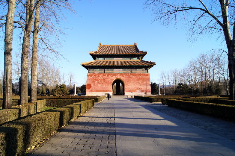 Eingang vom Sacred Way Peking