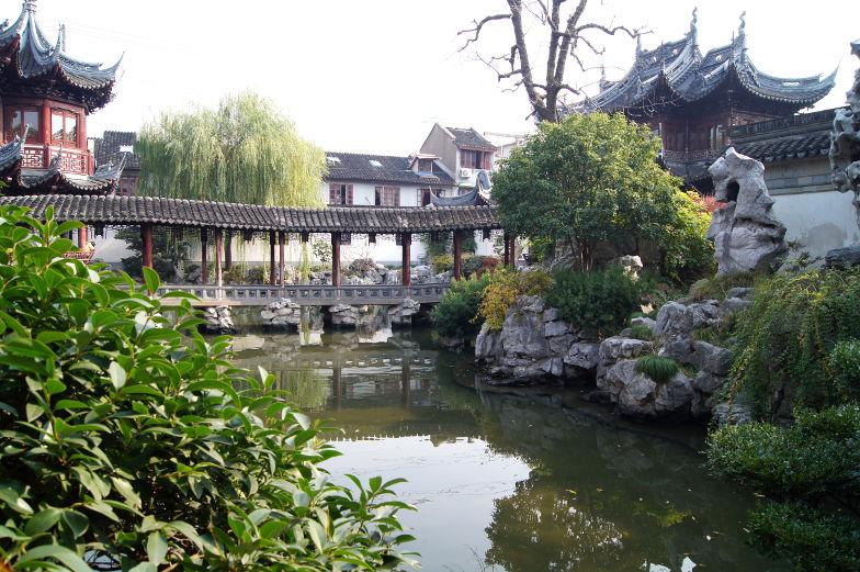 Ausblick Brücke im Yu Garden in Shanghai