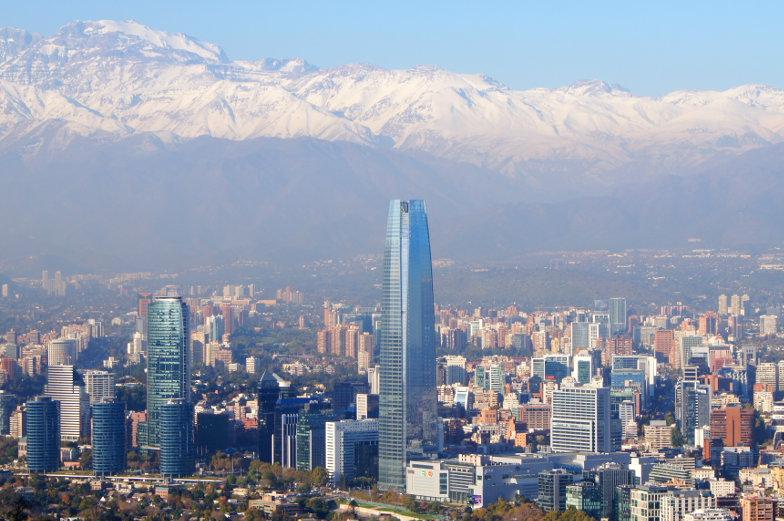 Der Costanera Tower ist das hoechste Gebaeude von Santiago de Chile und Suedamerika