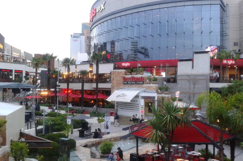 Restaurants im Aussenbreich der Park Arauco Mall in Santiago de Chile