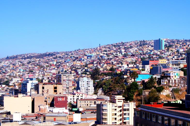 Blick von einer Aussichtsterasse auf Valparaiso in Chile