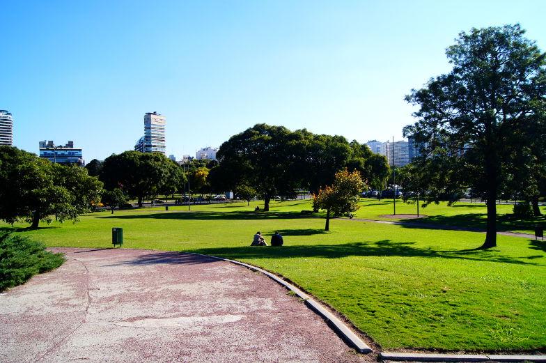 Einer vone vielen Parks im Stadtteil Recoleta in Buenos Aires