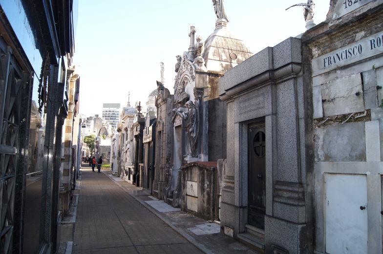 Grosse Grabkammern auf dem Friedhof von Bueons Aires