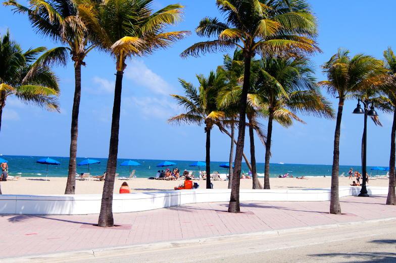 Blick auf die Promenade und Strand von Fort Lauderdale