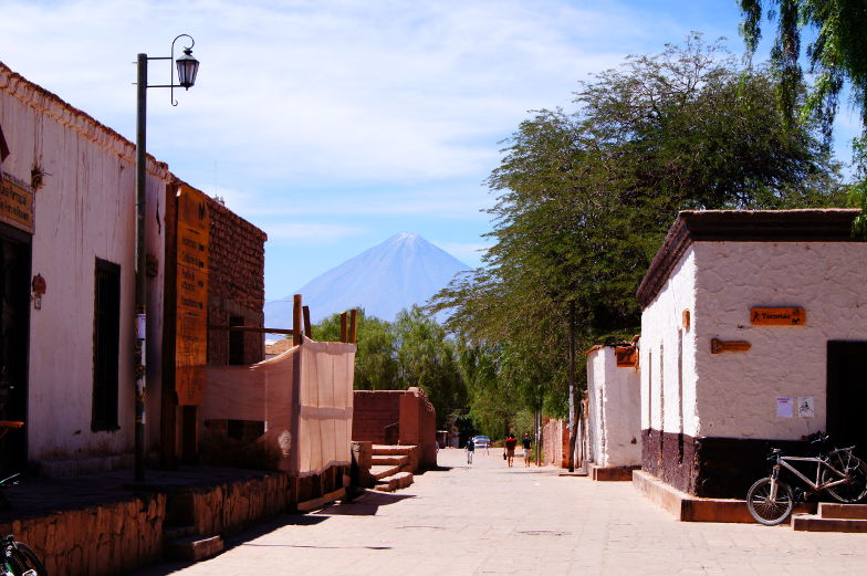 Sehenswuerdigkeiten San Pedro de Atacama Blick auf Vulkan