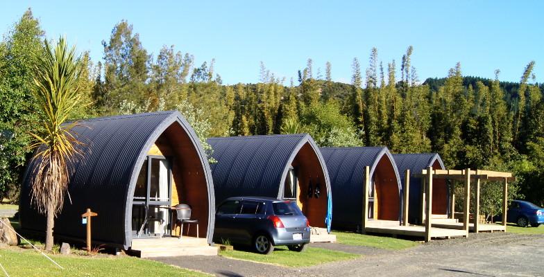 Auf vielen Campingplaetzen findest du fuer deine Unterkunft Cabins