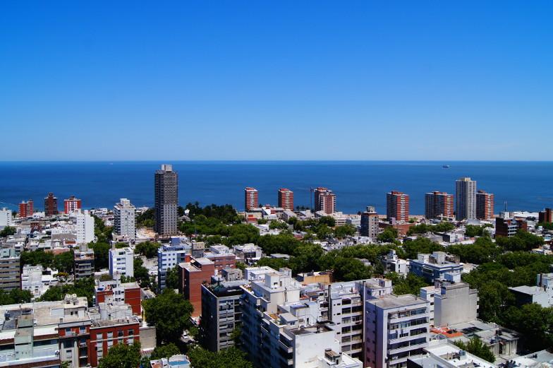 Blick auf den Rio del la Plate Sehenswuerdigkeiten Montevideo