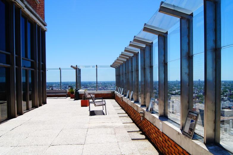 Auf der Aussichtsterasse hat man einen tollen Ueberblick auf Montevideo