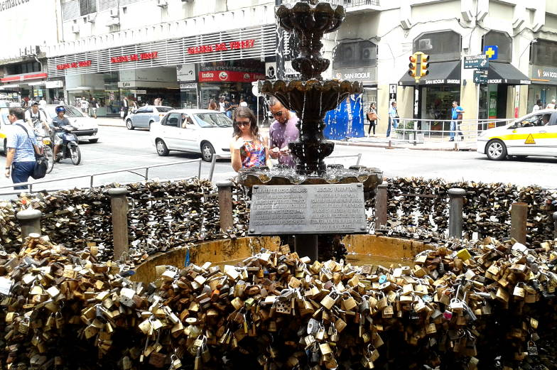 Sehenswuerdigkeiten Avenida 18 Julio der Liebesbrunnen