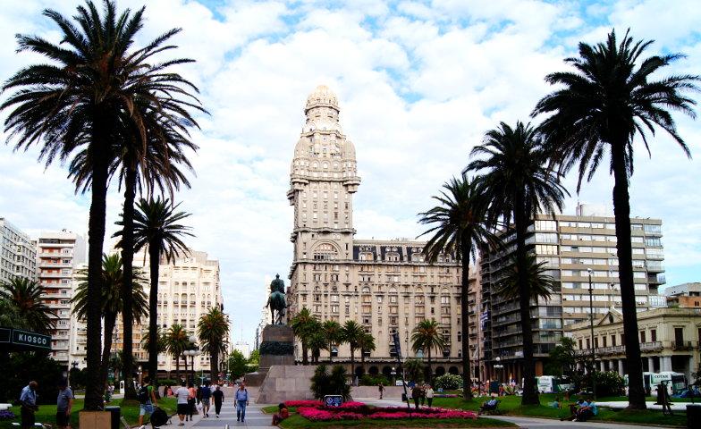 Die Hauptsehenswuerdigkeit ist der Palacio Salvo