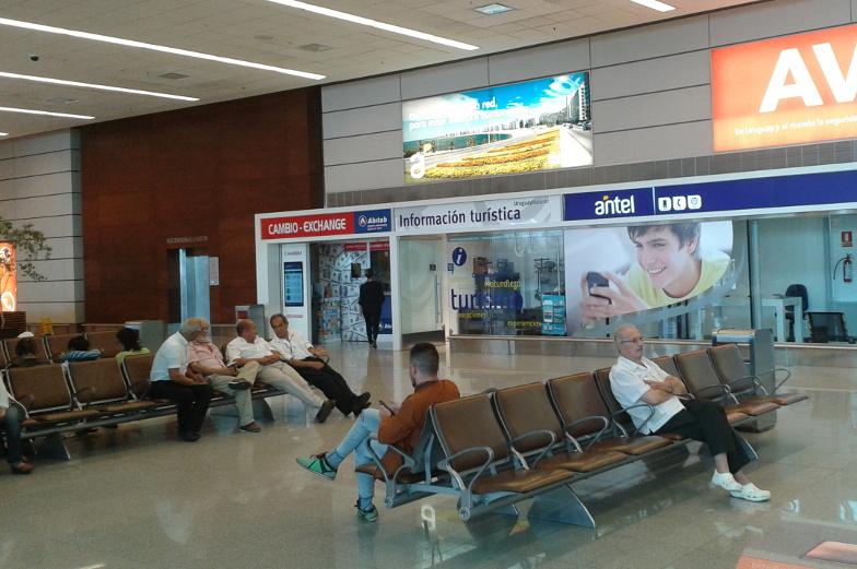 Geld wechseln, abheben oder zur Touristinformation am Flughafen ist in Montevideo kein Problem