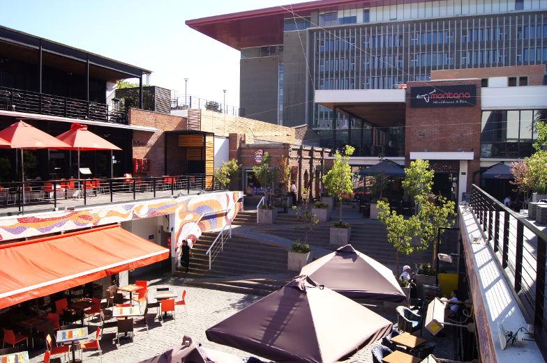 Schoene Sitzmoeglichkeiten in Bellavista zum Essen und Trinken in Santiago de Chile