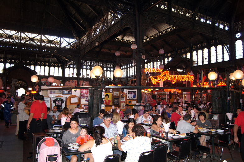 Essen im Mercado Central in Santiago de Chile