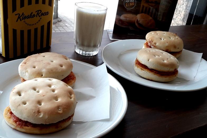 Essenstipps Santiago de Chile Choripan und Choriqueso mit Bananenmilch