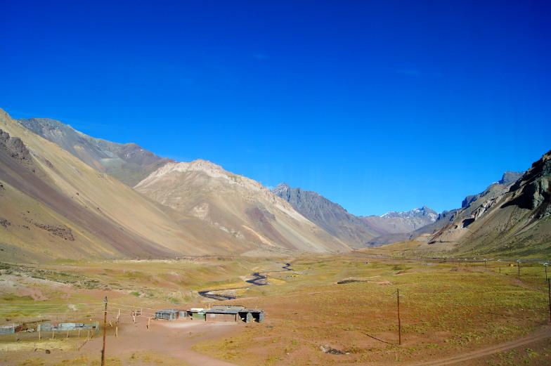 Traumhafte Landschaft auf dem Weg mit dem Bus nach Mendoza