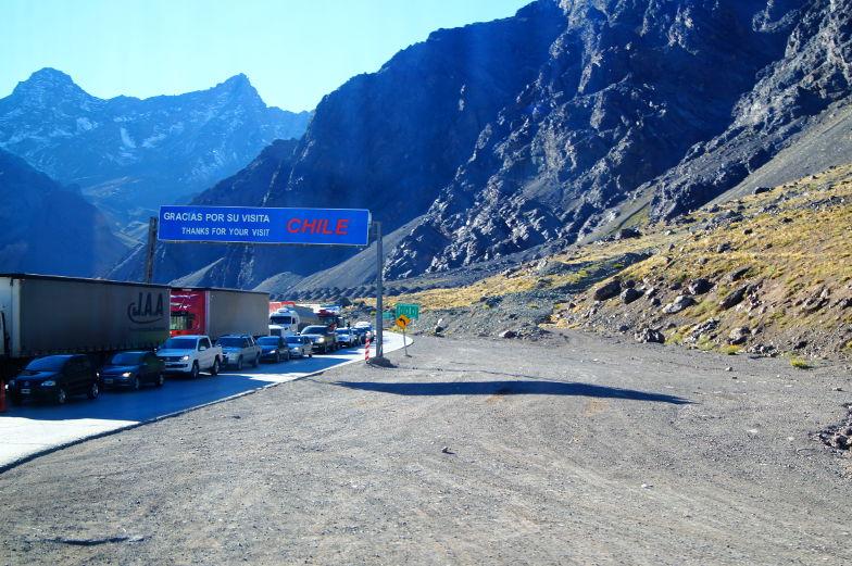 Grenzkontrolle in Chile mit dem Bus ueber Anden Tipps