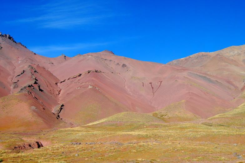 Bunte Felsen auf der Busfahrt von Chile nach Argentinien