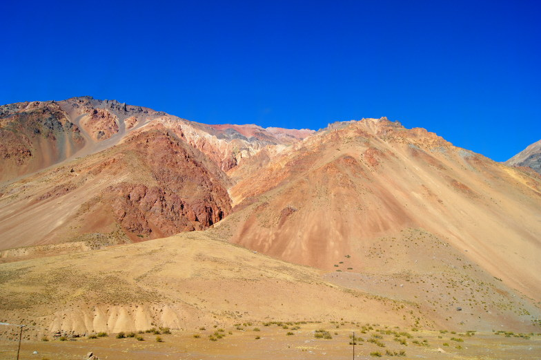 die Bergkulisse ist ein Traum auf dem Weg nach Mendoza