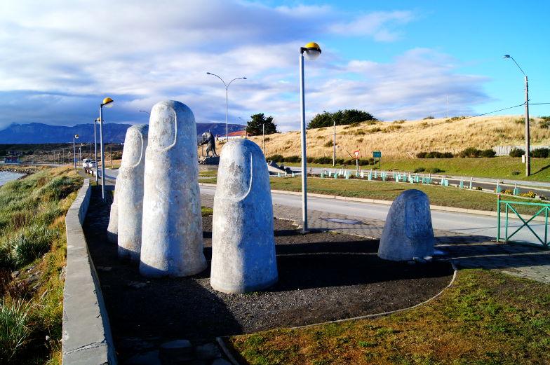 Monumento de la Mano in Puerto Natales