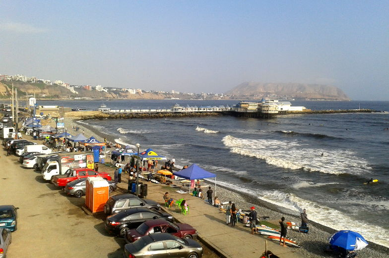 Tipp geh am Strand von Miraflores Lima surfen