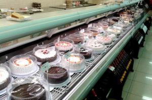 Im Supermercado Wong findet man jede Menge Kuchen Lima