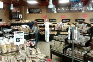 Im Supermarkt Wong in Lima gibt es auch eine Brotabteilung