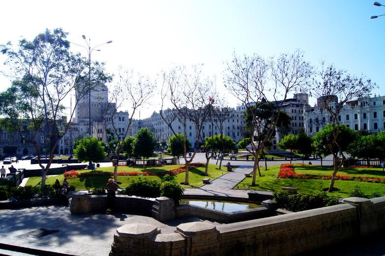Grosser Platz in der Altstadt von Lima