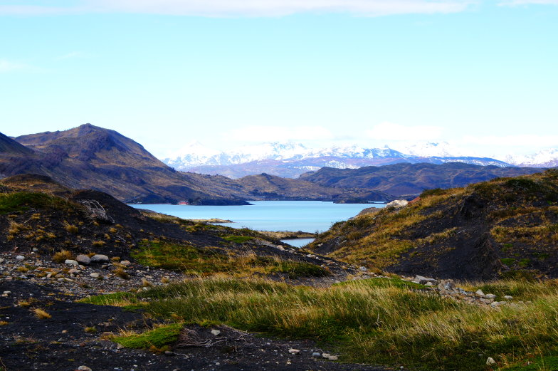 Im Torres del Paine Nationalpark hat man immer ein Blick auf Berge und Seen