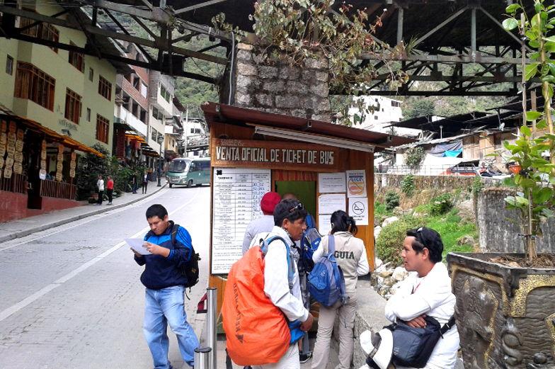 Kaufe dir einen Tag vorher dein Busticket zum Machu Picchu