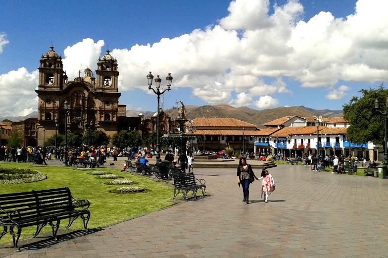 Entdeck die Kirche am Plaza de Armas in Cusco bevor du zum Machu Picchu reist