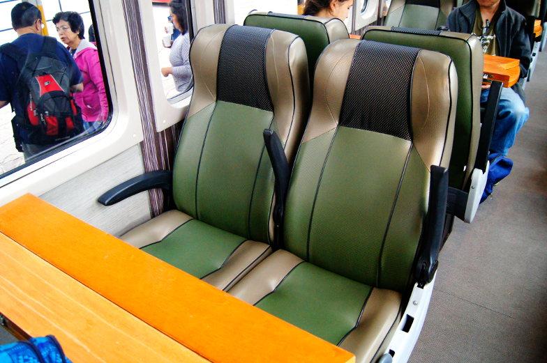 Gemuetliche Sitzplaetze im Zug auf dem Weg zum Machu Picchu
