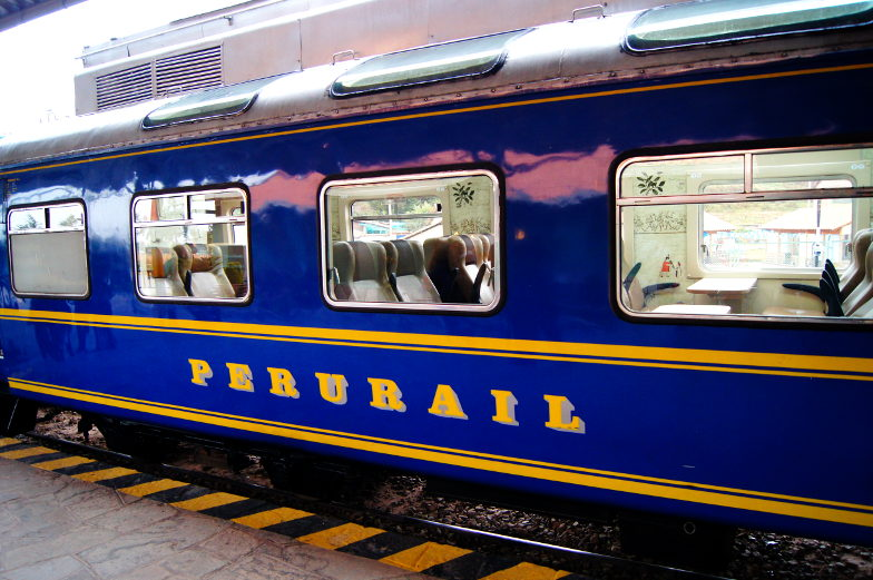 Es gibt drei verschiedene Zugklassen zum Machu Picchu Expedition, Vistadome und Hirham Bingham