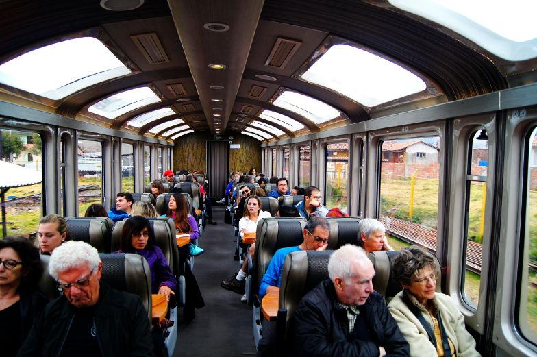 Mit dem Expedition Zug mit Panorama Fenster nach Machu Picchu
