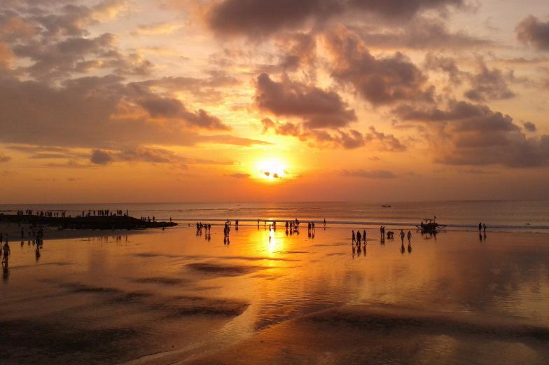 So viele schöne Sonnenuntergänge Tag fuer Tag gibt es nur auf Bali