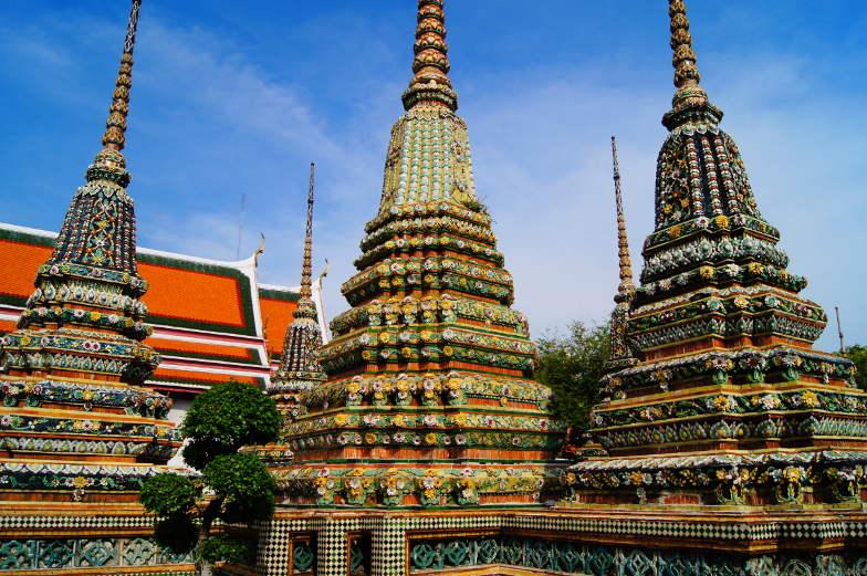 Chedis kannst du in den Tempeln von Bangkok anschauen