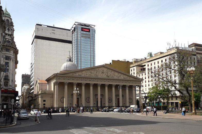 Tipp besuche die Catedrale am Plaza de Mayo in Buenos Aires