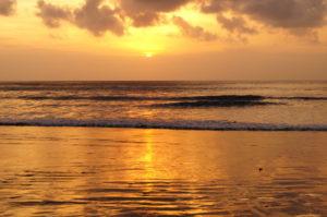 Highlight des abends auf Bali der Sonnenuntergang