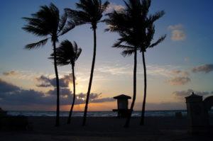Sonnenaufgang am Strand waehrend unserer Weltreise