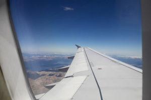 Blick aus dem Flugzeug ueber Bariloche
