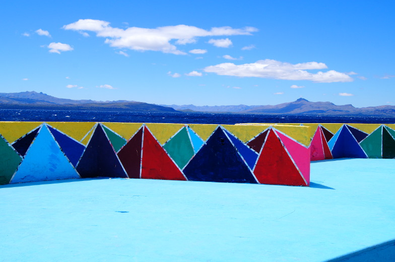 Tolles Fotomotiv in Bariloche bunte Mauer am See