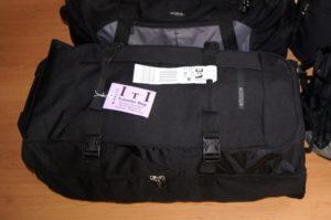 Eine Rollreisetasche mit praktischer Fächeraufteilung