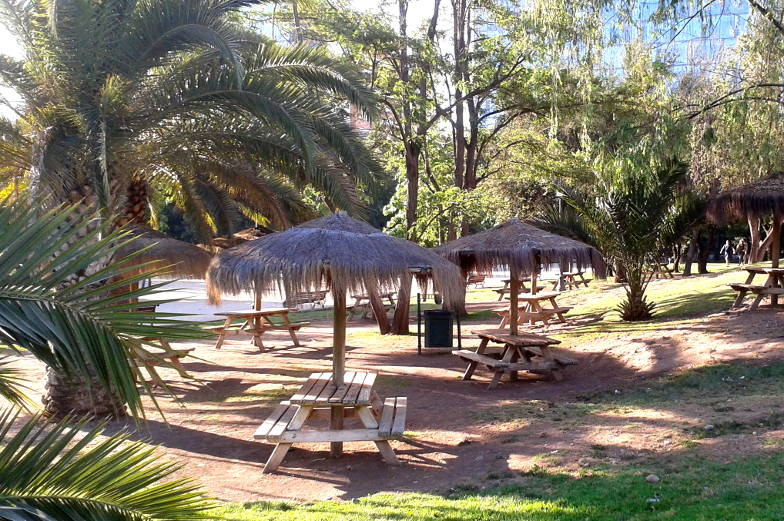 Der Park Araucano ist ein großer Park in Las Condes Santiago de Chile