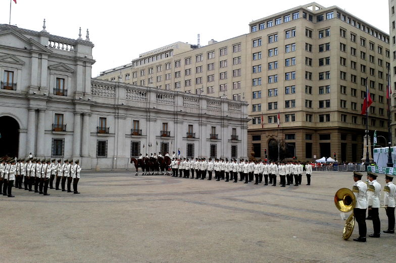 Insider-Tipp die Wachablösung vor dem Präsidentenpalast Santiago de Chile